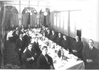 Jesse Carter's law school graduation class, 1913